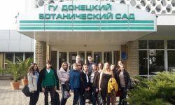 Первокурсники в оранжерее Донецкого ботанического сада