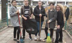 Первокурсники факультета ГСУ приняли участие в уборке территории